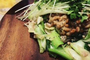 たっぷり野菜炒めあん掛け風納豆のせ